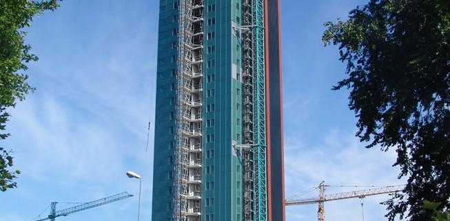 Torre di 24 piani 90 appartamenti e 1 ristorante redi for Piani di appartamenti stretti